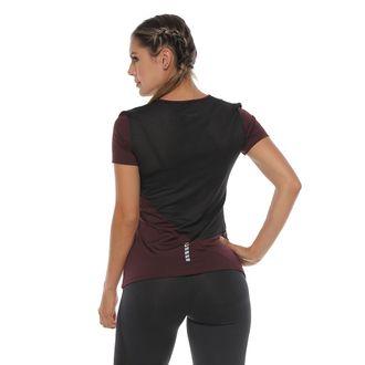 Camiseta-Deportiva-color-vinotinto-para-mujer